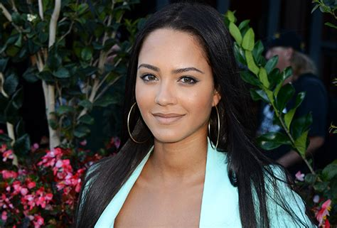 macgyver cast macgyver tristin mays cast cbs reboot adds new series