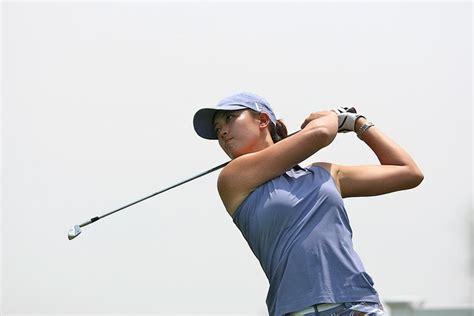 armchair golf blog armchair golf blog michelle wie is halfway leader in canada