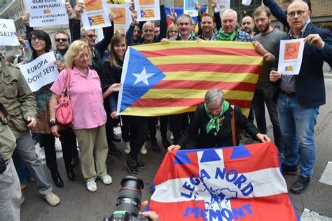 consolato spagnolo a la lega davanti al consolato spagnolo quot referendum