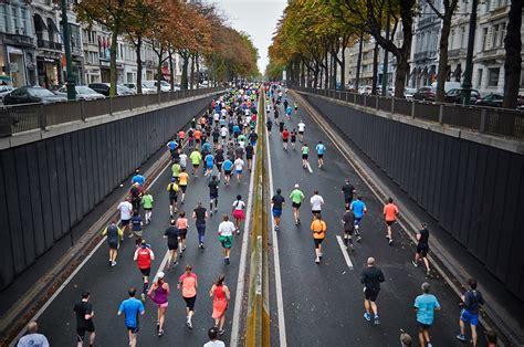 Fifteen Waiter Running The Marathon 2 by 무료 사진 거리의 마라톤 실행 경쟁 업체 마라톤 건강 한 거리 Pixabay의 무료 이미지