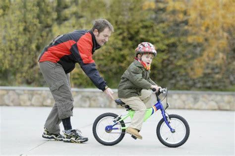 imagenes niños manejando bicicleta 161 a la bici claves para iniciar a los ni 241 os en bicicleta