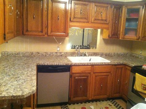 U Shape Kitchen Design Using Dark Grey White Marble Kitchen Counter Backsplash