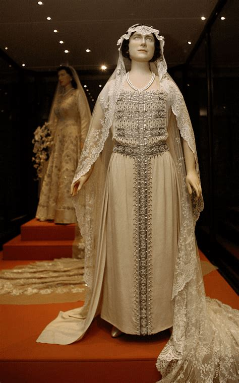 Elizabeths Wedding Dress Our One 5 by Royal Weddings From To Kate Middleton
