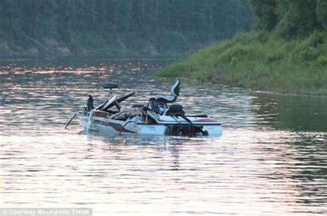 boat crash alabama alabama river boating collision 2 people killed and 3
