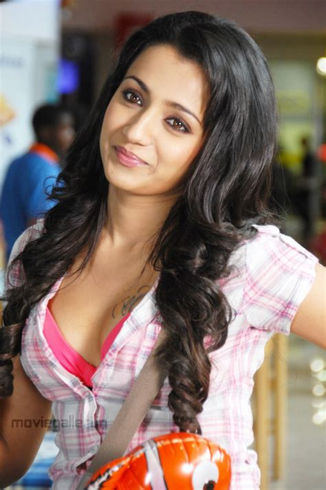 film india heroine theen maar trisha hot stills cinephotoglitz
