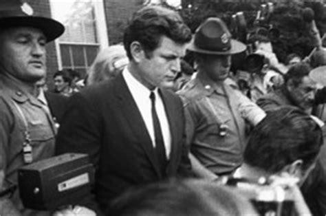 Chappaquiddick Drink Kennedy Memoirs Reflect On Chappaquiddick And Jfk Assassination Washington Wire Wsj
