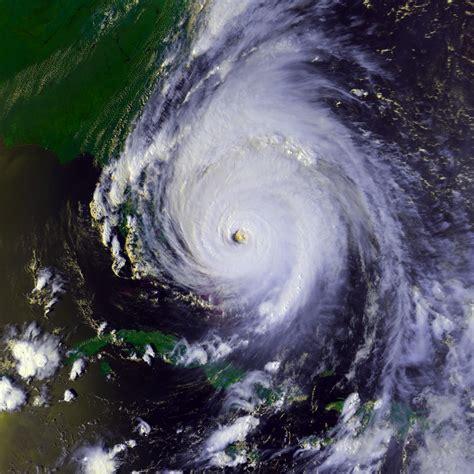 what is a hurricane l uragano floyd