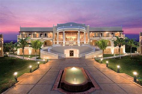 how the rich buy homes universe of luxury rich houses the rich their big homes posted february 18 2013 homes luxury