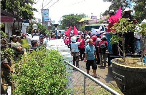 dari kung ahmad rifai laris berjualan mahasiswa gowa bersolidaritas untuk pkl