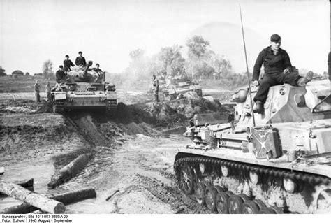 the wehrmacht s last stand the german caigns of 1944 1945 modern war studies books file bundesarchiv bild 101i 087 3680a 09 russland panzer