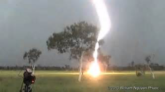 Lightning Strike Hits Car Australia Quot Clear Air Quot Lightning Bolt Darwin Australia