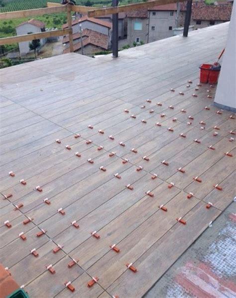 posa piastrelle pavimento gres effetto legno tutte le tipologie nel negozio di