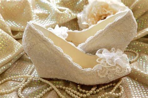 Sepatu Heels Sandal Tutup Depan Wanita Ivory 618 933 Apricot wedding shoes nggak harus menyiksa kaki 7 wedding shoes ini bisa bikin kamu tetap nyaman di pesta