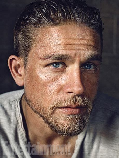 hiw to get charlie hunams hairstyle king arthur charlie hunnam hairstyle charlie hunnam