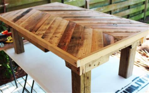 make a pallet coffee table find out how to make a pallet coffee table