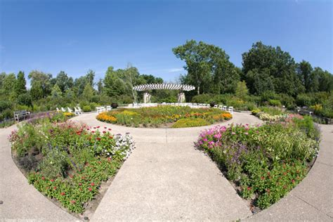 Michigan Botanical Gardens Gateway Garden Wedding Matthaei Botanical Gardens Nichols Arboretum At The Of