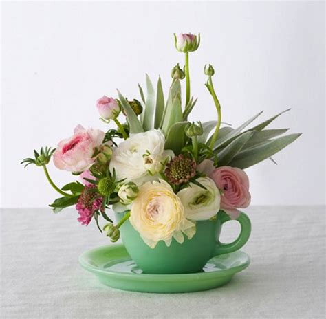 flower arranging basics flower arrangement ideas casual cottage