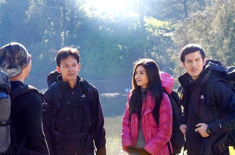 film layar lebar indonesia 5 cm lists of indonesian movie you should watch tiya chan