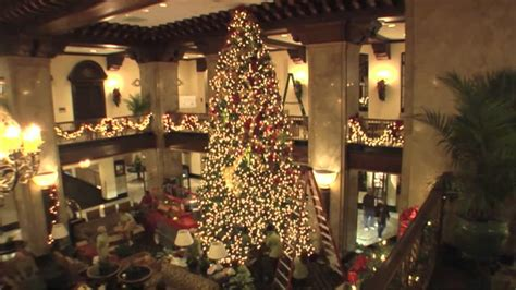the peabody memphis christmas tree setup youtube
