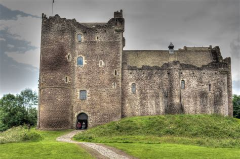 Find In Scotland Find Out Why Outlander Fans Are Flocking To Doune Castle In Scotland Outlandish Dram