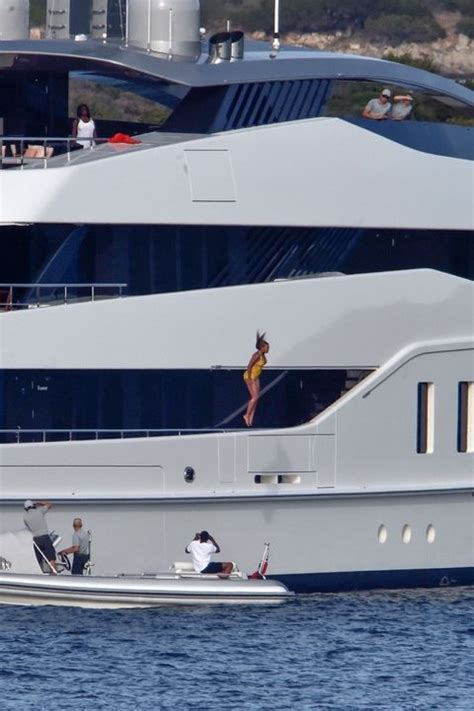 Beyonces On A Yacht by Beyonce Yacht Diving Photo 7 Tmz