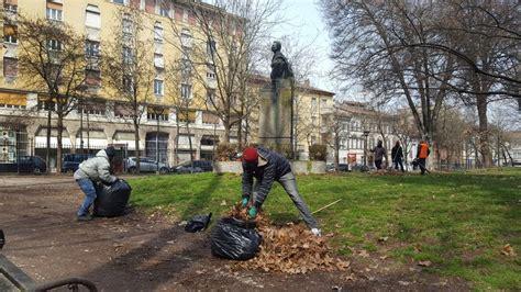 associazione giardini margherita migranti puliscono i giardini margherita da sporcizia e foglie