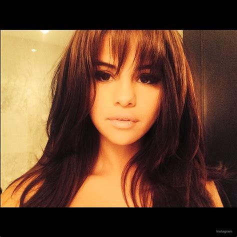 Selena Gomez New Hairstyle selena gomez debuts bangs hairstyle
