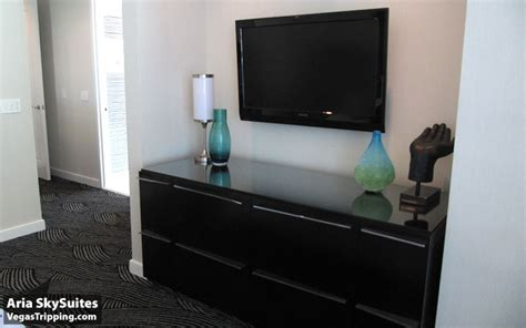 whats a good size tv for bedroom aria skysuites the vegastripping review 2010