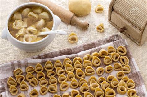 ricette tipiche mantovane ricetta tortellini la ricetta di giallozafferano