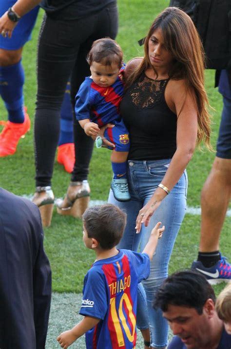 Sofia Alexandra Terbaru photos lionel messi papa combl 233 au stade avec ses