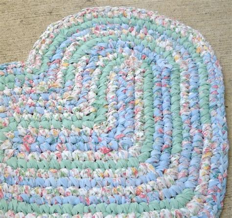 heart pattern rugs crocheted heart shaped rag rug crafts crochet