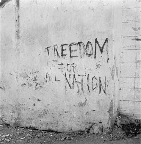 membuat poster kemerdekaan mural grafiti dan poster tentang perjuangan kemerdekaan