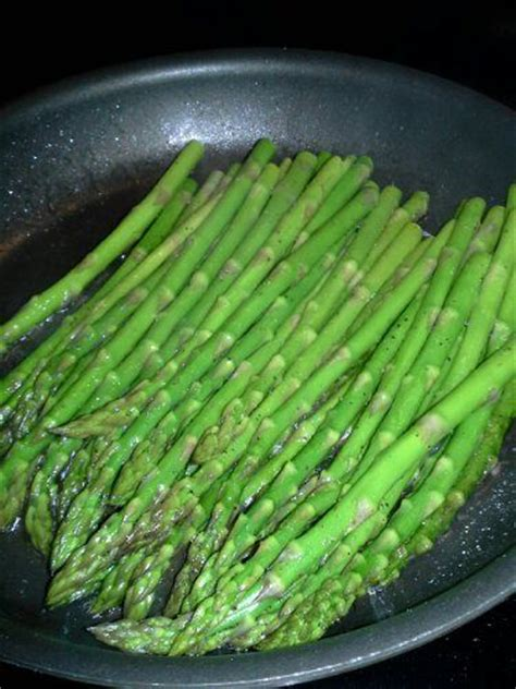 stoves cooking asparagus on the stove