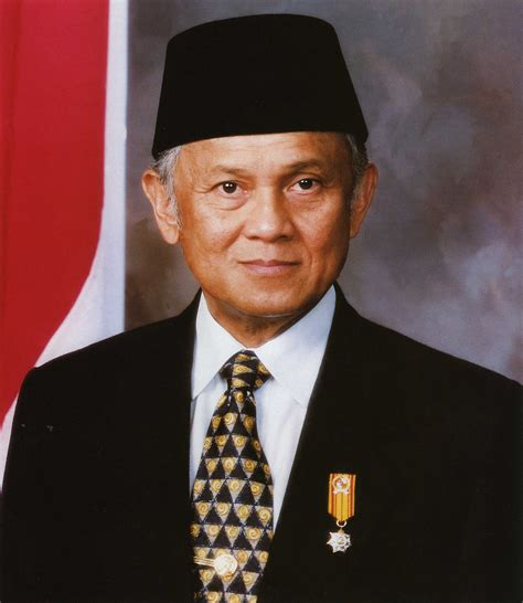 biography bj habibie in english file bacharuddin jusuf habibie official portrait jpg