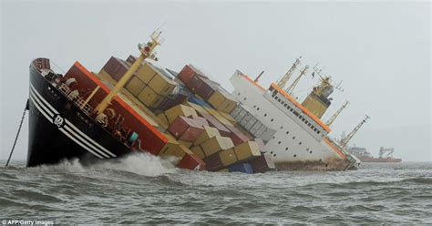 ship accident in pictures container ship collision sends 2 tons of oil