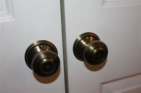 Closet Door Pulls And Knobs Southernspreadwing Page 157 Classic Bedroom With Underneath 2 Cloth Shelves Bags