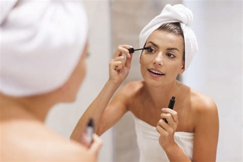 women using the bathroom 10 quick ways to make your lashes look longer and thicker