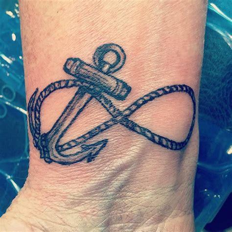 tatuaggi polso 100 idee fra scritte disegni simboli e