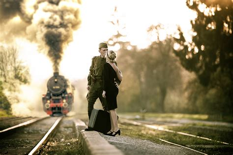 army couple wallpaper hd photo soldiers men lovers locomotive girls trains suitcase