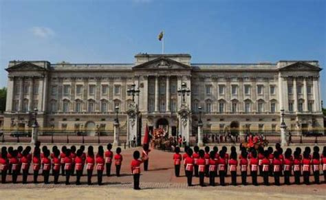 buckingham palace facts 10 facts about buckingham palace fact file