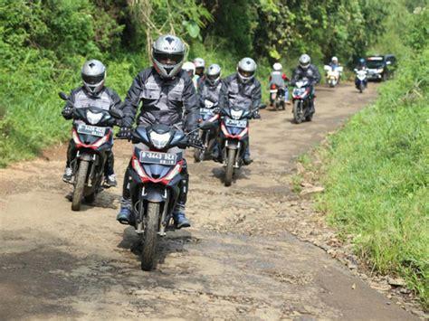 Polo Shirt Otomotif Motor Honda Supra Gtr 150 Siluet Tskaos Kerah Honda Supra Gtr 150 Dari Kalimantan Ke Sulawesi Berita