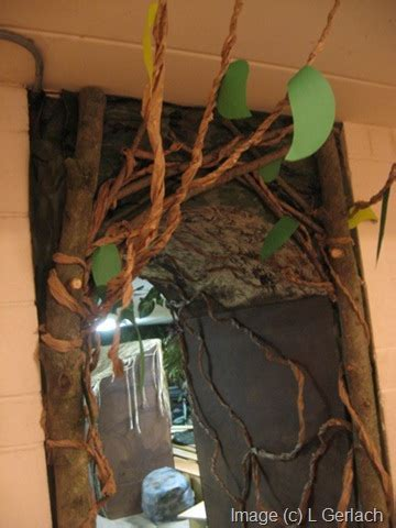 How To Make Jungle Vines Out Of Paper - jungle decorating ideas the kid s review