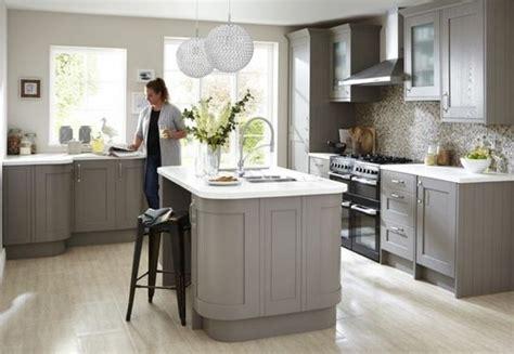 Wonderful Cuisine Plan Travail Noir  #5: Couleur-mur-cuisine-grise-couleur-gris-taupe-pour-le-meuble-cuisine-et-l-%C3%AElot-de-cuisine-e1476860939230.jpg