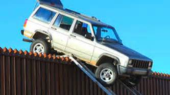 Jeep Mexico Smugglers Jeep Gets Stuck On Us Mexico Border