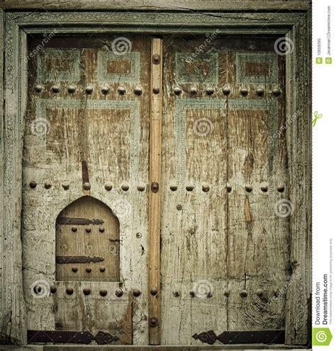 imagenes puertas antiguas de madera imagen del primer de puertas antiguas foto de archivo