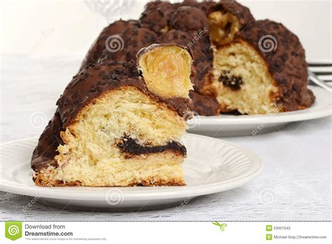 italienischer kuchen panettone italienischer panettone schokolade der nahaufnahmescheibe