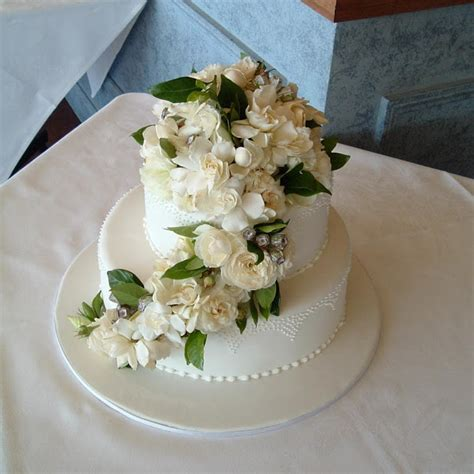 Fresh Flower Wedding Cake by Wedding Cake Enchantress Fresh Flowers On Wedding Cakes