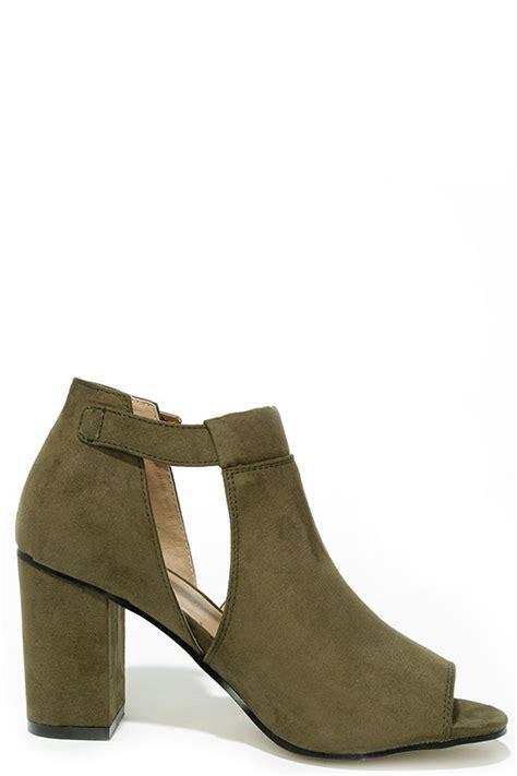 olive green schlafzimmerwände olive green booties cutout booties block heel