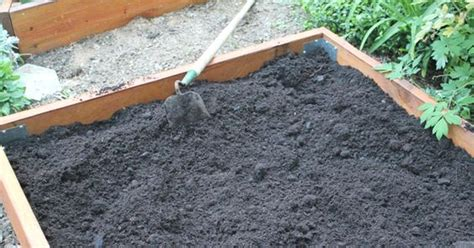 adding soil to raised garden beds how to and what kind