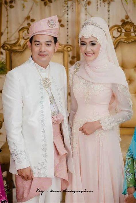 Setelan Gaun Pengantin 18 wedding gowns and grooms on
